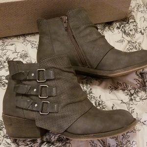 Maurices Caitlyn moto boot